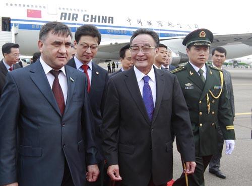 吴邦国抵达塔什干开始对乌兹别克斯坦进行正式友好访问--中国国情网