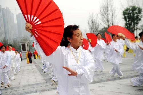 重庆万名老人健步行--中国国情