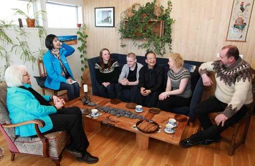 温家宝在冰岛走访农户--中国国情手册